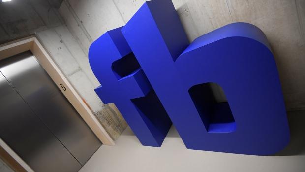 O Facebook admitiu na segunda-feira que a mídia social pode não ser inteiramente boa para a democracia