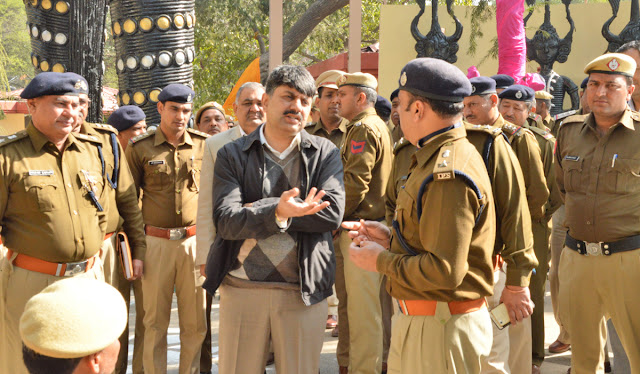 Police Commissioner Amitabh Dhillon appealed to help viewers in Surajkund fair