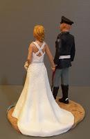 statuette per torta nuziale fatte a mano sculture matrimonio orme magiche