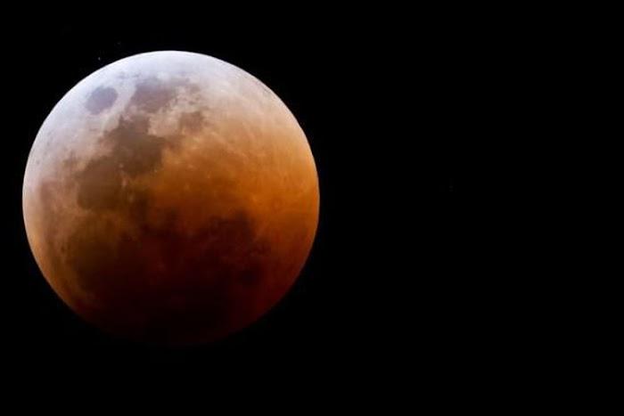 """Besok Ada Kejadian Langka """"Super Blue Blood Moon"""", Bagaimana Tata Cara Shalat Gerhana Bulannya?"""