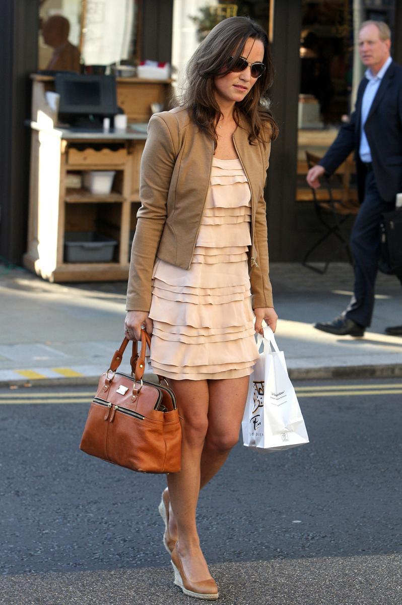 Pippa Middletons Leggy Street Candids Pippa Middletons -6098