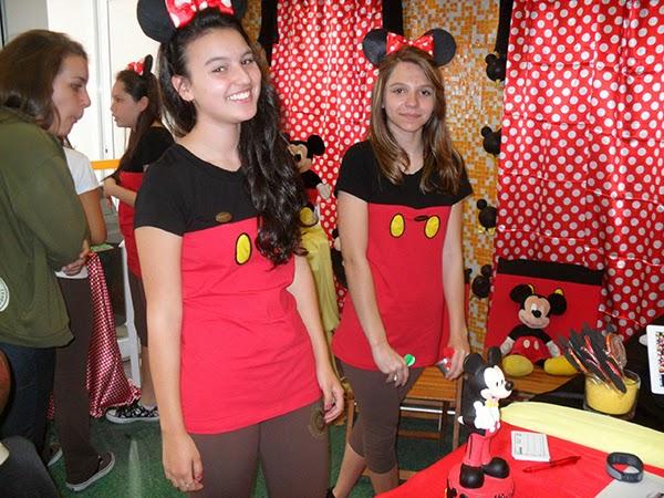 Festa do Mickey com fantasias temáticas 1b5c0c76913