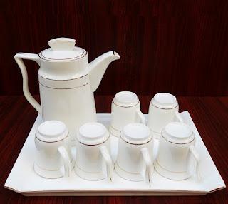 Đồ gốm sứ Bát Tràng men trắng là sản phẩm hot trên thị trường