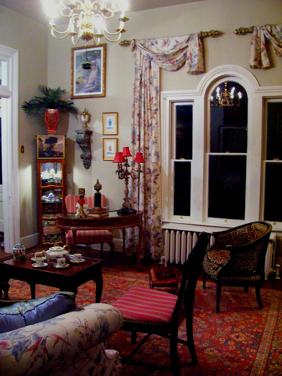 Eye For Design: Victorian Style Living Room