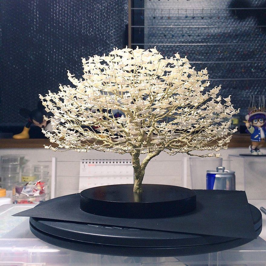 10-Naoki-Onogawa-Tiny-Miniature-Bonsai-Trees-and-Miniature-Origami-Leafs-www-designstack-co