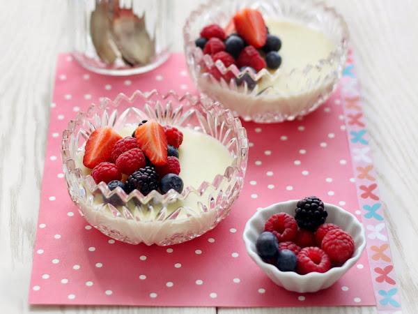 Flan al cioccolato bianco con frutti di bosco (senza uova)