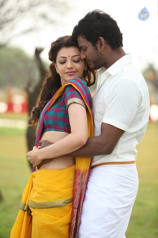Kajal Agarwal Hot Navel Show In Saree From Paayum Puli