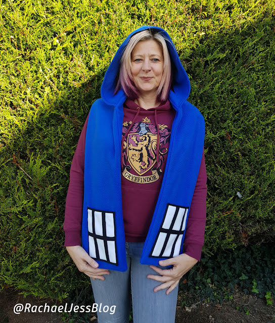 How I made a TARDIS scarf thanks to Simplicity Fandom pattern range