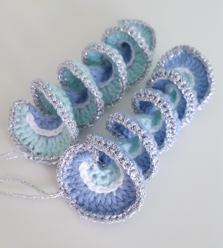 looking for a quick and easy cute crochet christmas decoration these crochet spirals are just