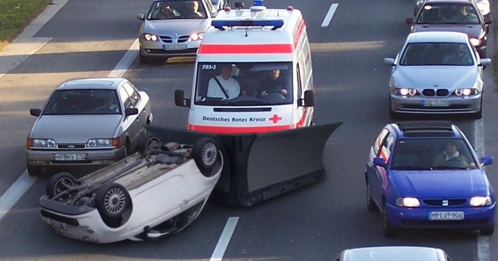 Krankenwagen werden mit Pflug ausgestattet, um Rettungsgasse freiräumen zu können