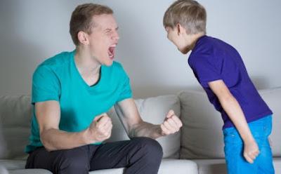 عصبيّة الأب على إبنه, ما تأثيرها وكيف تتصرّفين,اب رجل غاضب يصرخ على طفل ابنه ولد  man shouting yelling kid child boy angry man father son