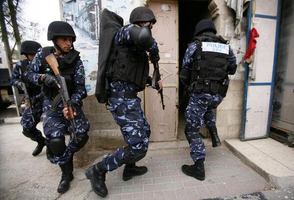 شرطة جنين تقبض على ثلاثة متهمين بحيازة وتعاطي المخدرات