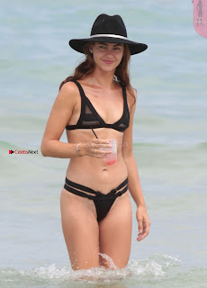Victoria-Edwards-Hot-in-a-Bikini-in-Miami-Beach-09+%7E+SexyCelebs.in+Exclusive.jpg