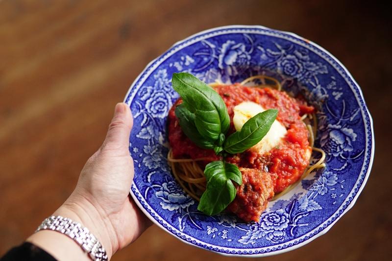 kasvisruoka-munakoisopullat-tomaattikastikkeessa