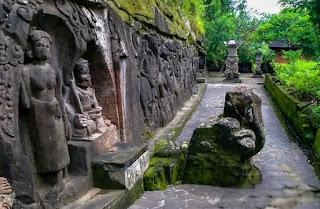 http://www.teluklove.com/2017/02/pesona-keindahan-wisata-relief-yeh-pulu.html