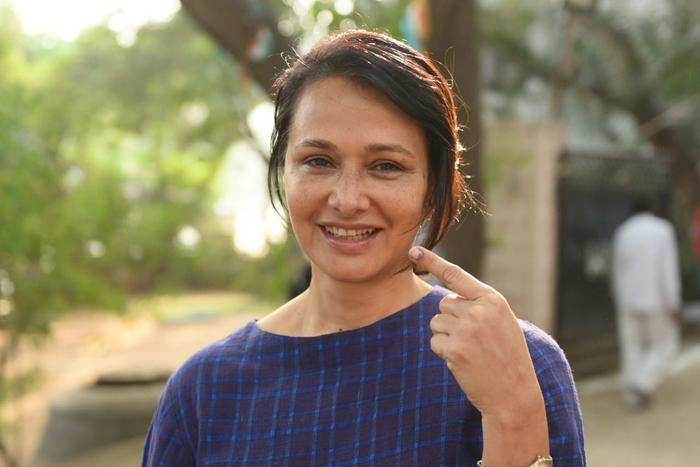 Tollywood superstars cast votes in Telangana polls photos!