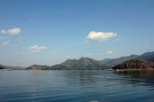 Mae Ngat dam, swimming, houseboats