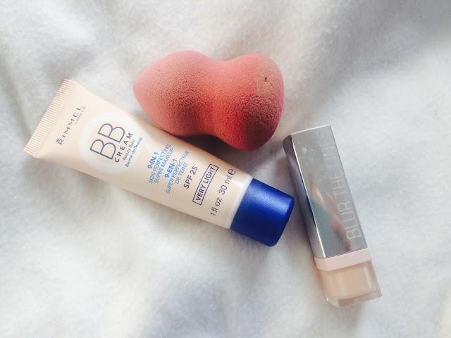 BB crème 9 en 1 Rimmel, Concealer Blur the Lines Bourjois et éponge à maquillage