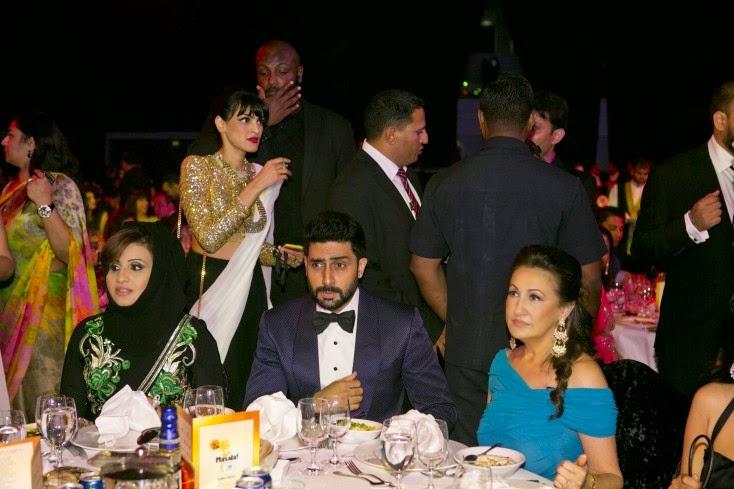 Sarah Rashid, Masala! editor Kavita Srinivasan (behind), Abhishek Bachchan and Rita Karl Mehta, Masala! Awards 2014 Inside Pics