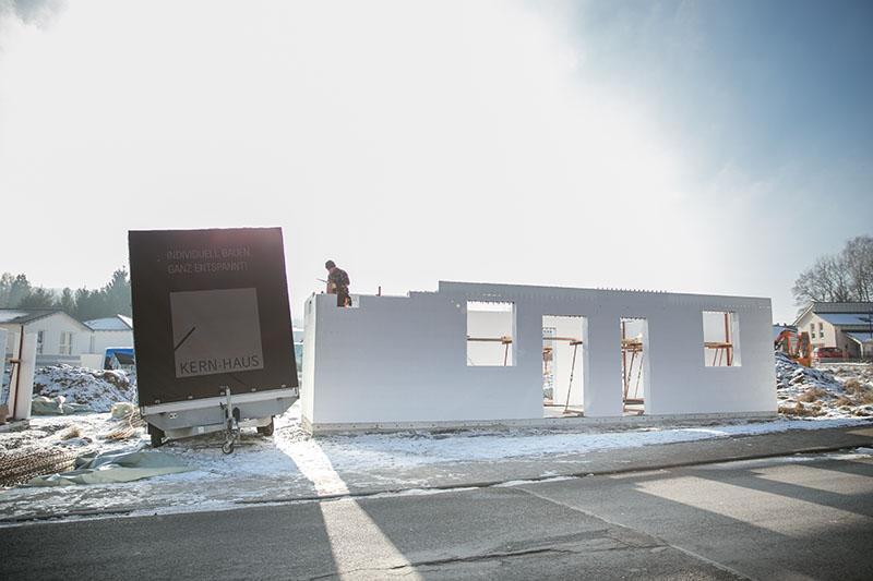 unsere erfahrungen mit kern haus das erdgeschoss entsteht. Black Bedroom Furniture Sets. Home Design Ideas