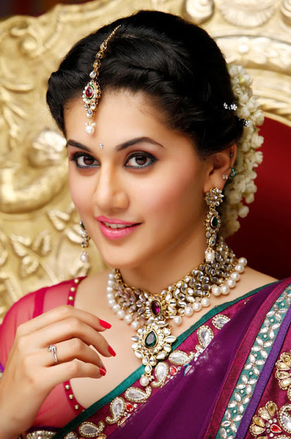 Taapsee Pannu Cute Traditional HD Wallpaper