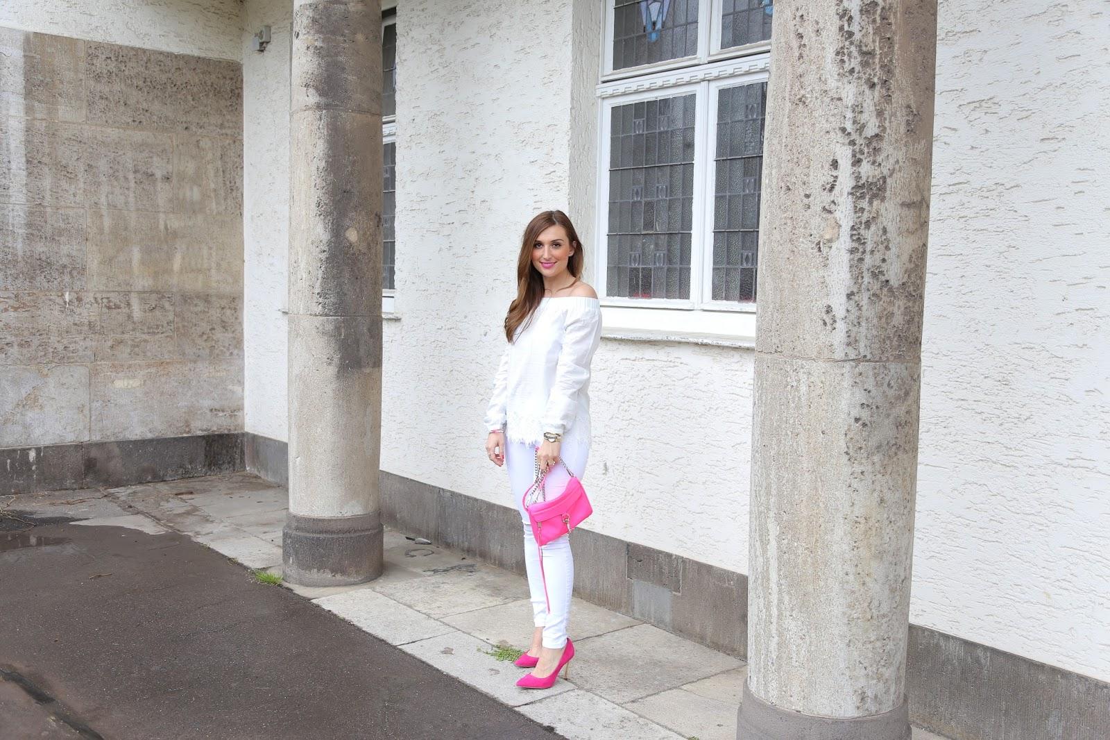 Fashionstylebyjohanna - StreetOne - Peter Kaier - RebeccaMinkoff- Mini Bag Rebecca Mincoff - Pinke Tasche  - Weiße Hose