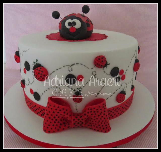 bolo joaninha para festa infantil Adriana