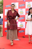 Kajol Looks super cute at the Launch of a New product McVites on 1st April 2017 23.JPG
