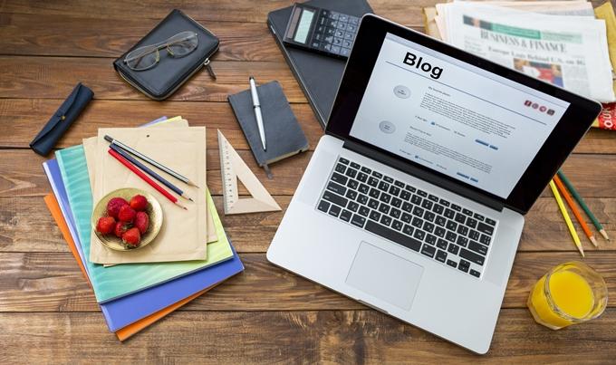 Box com mini-biografia e redes sociais do autor do post