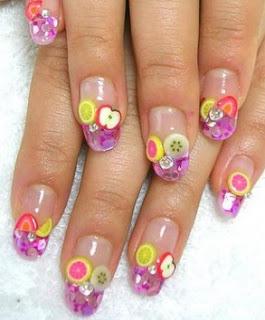 Foto de uñas con diseños de frutas