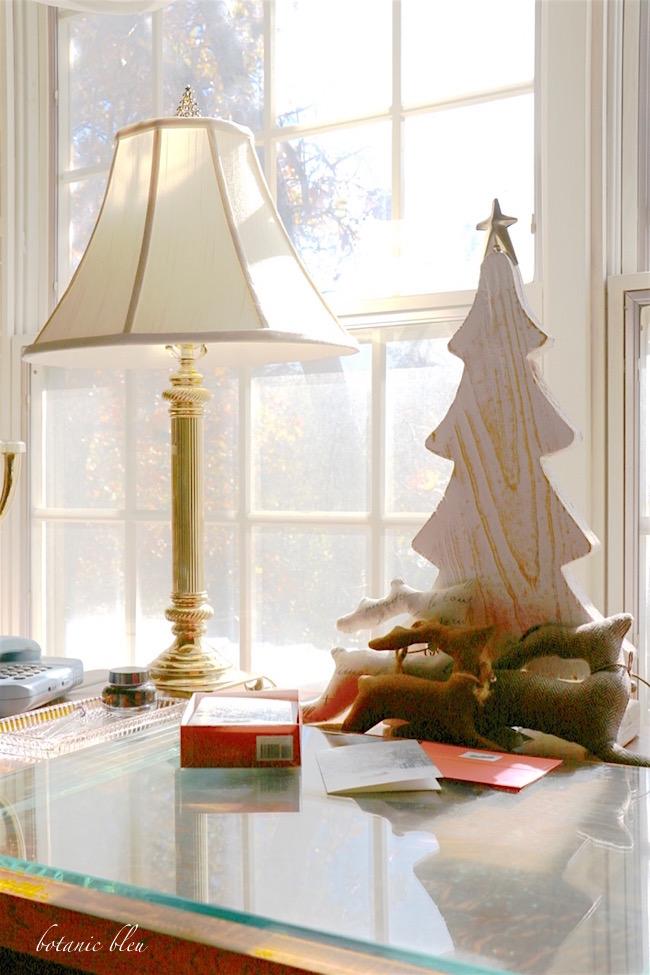 Botanic Bleu: Home Office Christmas Decor