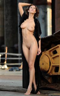 顽皮的女孩 - Sexy Naked Girl - Suzanna A - 2