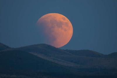 "Keunikan Gerhana Bulan Langka ""Super Blue Blood Moon"" www.guntara.com"