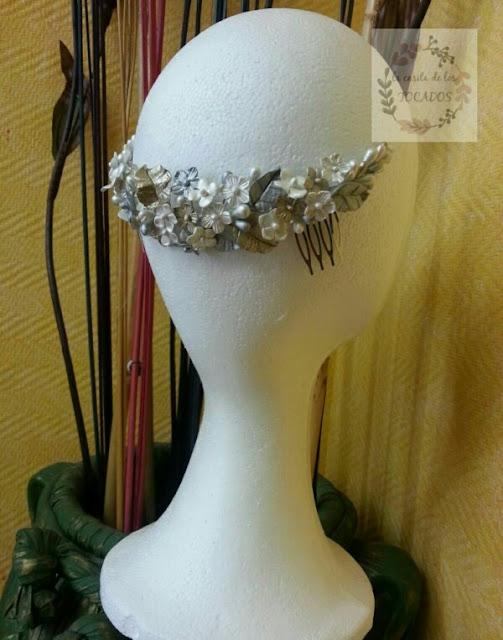 semicorona para novia estilo romántico en blanco, champagne y plata