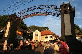 Naik Kuda dan Belanja di Pasar Bandungan