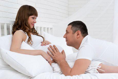 6 Posisi Bercinta yang Nyaman saat Hamil