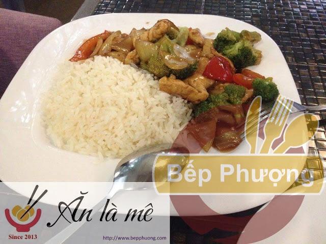 [Phượng Review] Cơm thịt nấu phong cách Trung Quốc quán Dionhic - Những ngày đầu tiên ở Nga