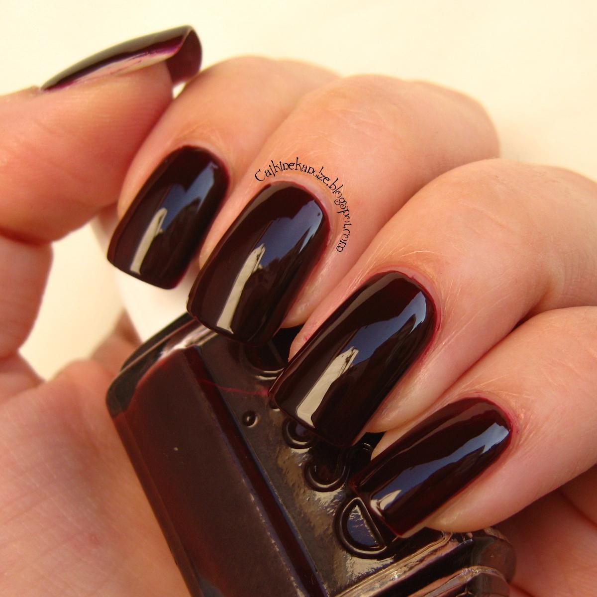 En las uñas: Sangre Toro, de Masglo [edición especial para Petite ...