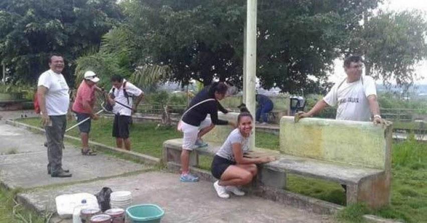 UCAYALI: Trabajadores de la UGEL atalaya, realizan limpieza de parque «El Pijuayal»