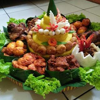 Pesan Paket Catering Nasi Tumpeng Kuning Harga Murah untuk Pindah Rumah di Jakarta
