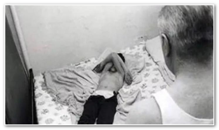 """ننفيذ """"شرع اليد"""" في """"بدوفيل"""" ضبط متلبسا باغتصاب طفلة (صورة)"""