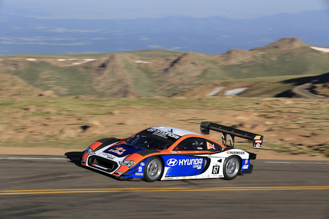 hyundai powered unlimited race car sets the second fastest time in pikes peak hill climb history. Black Bedroom Furniture Sets. Home Design Ideas
