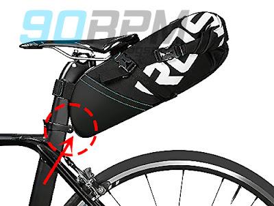 Punto critico di contatto tra sacca e collarino reggisella nelle borse da bikepacking.