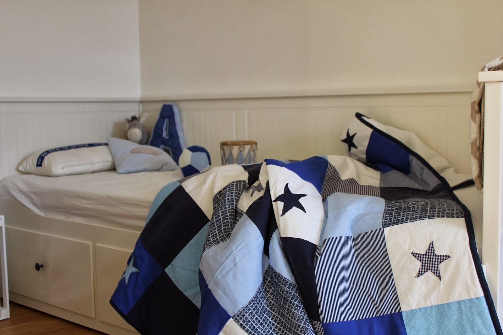 deko impressionen neues im kizi bett nachtk stchen kissen. Black Bedroom Furniture Sets. Home Design Ideas