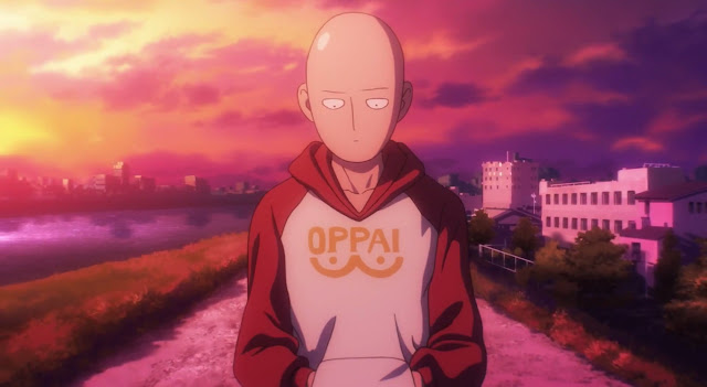 Bohater One Punch-Man ubrany w bluzę Oppai idzie drogą przy rzece