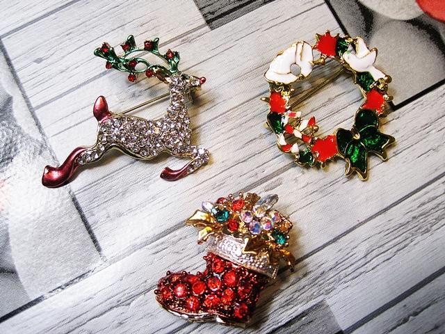 www.zaful.com/christmas-rhinestone-reindeer-brooch-p_240420.html?lkid=29641