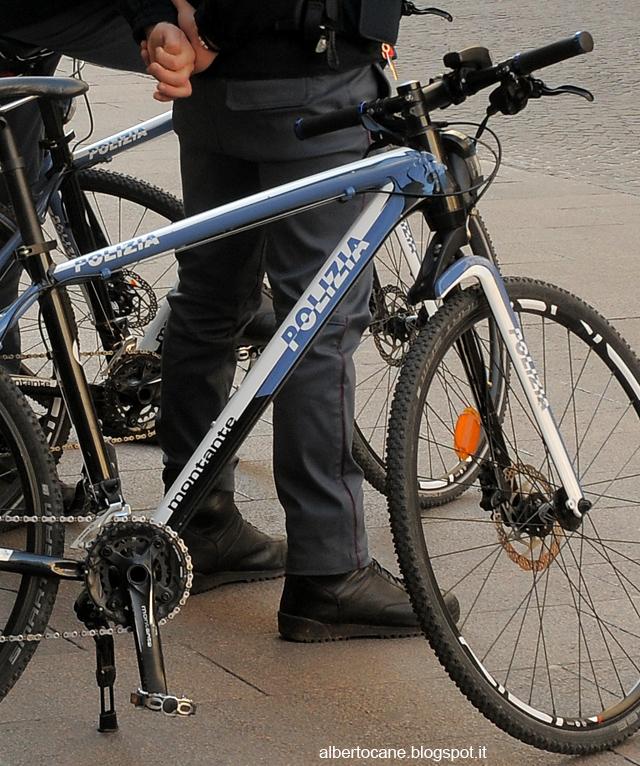 polizia in bicicletta