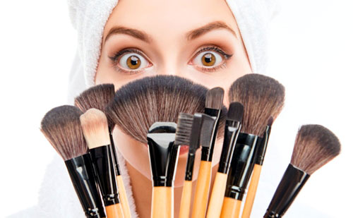 5 Brochas de maquillaje basicas para principiantes