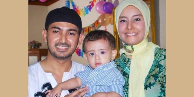 Al Habsyi bersama Istri dan Anaknya