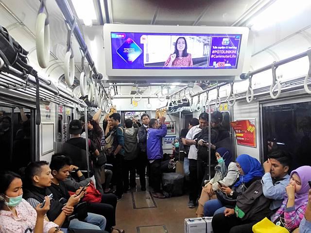 Cara Mengetahui Sudah Saatnya Berbuka Saat Berada di Atas Commuter Line atau KRL